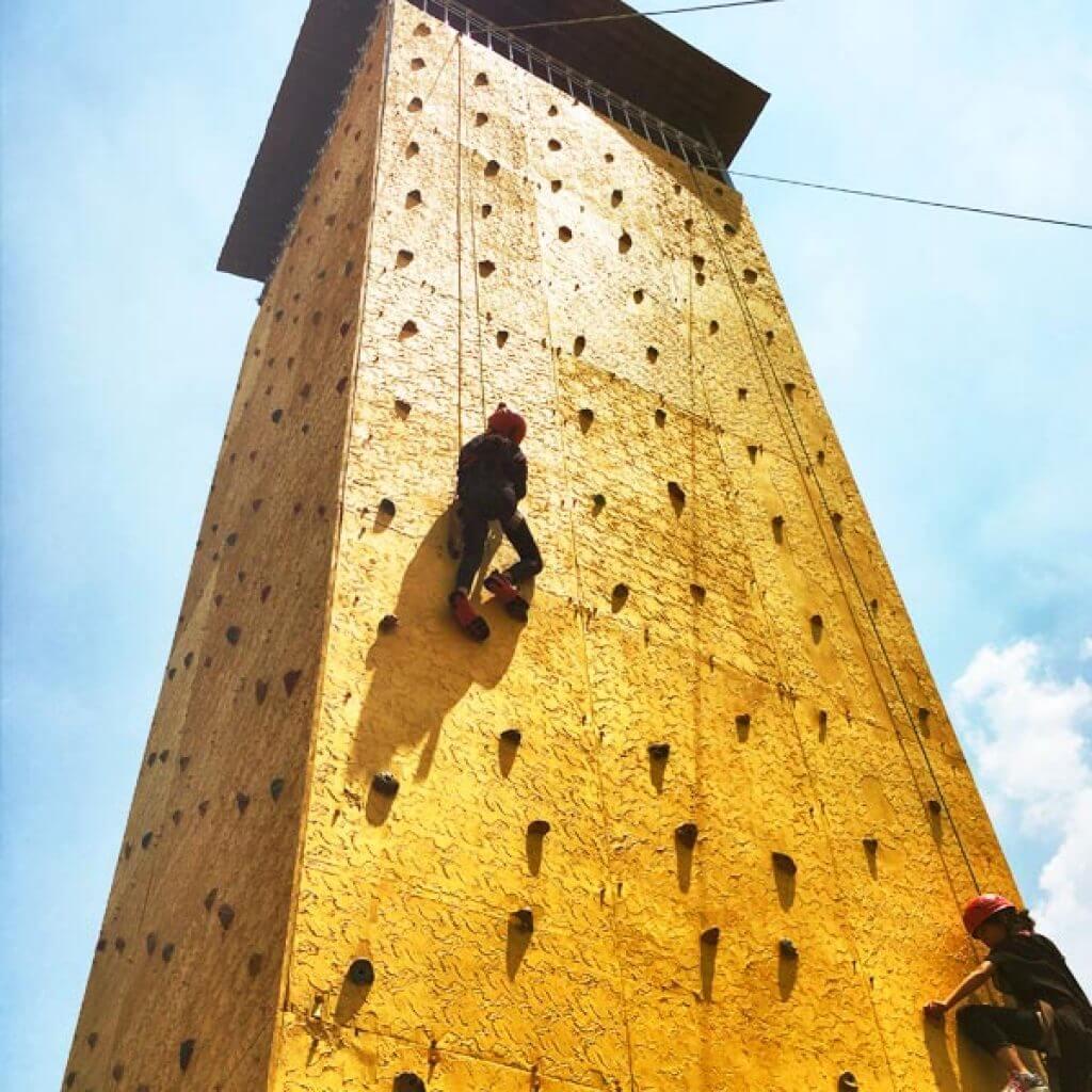 Climbing wall campamentos